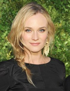 Diane Kruger Hairstyles We are all conquered by the tremendous attraction of Helen in Troy. There's no reason to doubt the captivating beauty of the German actress Diane Kruger. Square Face Hairstyles, Great Hairstyles, Cool Haircuts, Celebrity Hairstyles, Beautiful Hairstyles, Stylish Hairstyles, Braided Hairstyles, Diane Kruger, Long Thin Hair