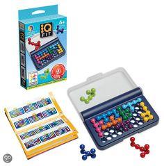 6-99 jaar. Smart Games IQ-Fit - Reiseditie.  Hou je hersens fit met de fantastische IQ-Fit - Reiseditie.  Leg de 3D-puzzelstukken op het spelbord zodat een 2D-afbeelding ontstaat zonder gaten.