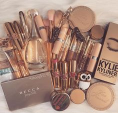 PuTwo Makeup Organizer With 2 Make Up Brush Holders and 3 Drawers All In One Case with Free White Pearl - Cute Makeup Guide Makeup Goals, Makeup Inspo, Makeup Inspiration, Kylie Makeup, Makeup Ideas, Nail Ideas, Skin Makeup, Makeup Brushes, Beauty Makeup