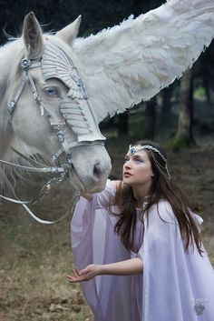 caspardian:THE WHITE LADY AND THE PEGASUS Photo: Duncan Trisquel Model: Andrómeda Alexandra Maga Make up & edition: Art-Drómeda Designer & stylist: Random Corsets Crown: Crystal Dreams Alice Collaboration with Drakonia Horse: Drakonia's Pegaso