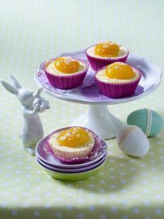 Das Osterfest muss gefeiert werden - mit vielen bunten Ostereiern,  herrlichen Osterkuchen  und einem traditionellen Ostermenü.