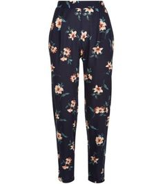 "Team these floral print trousers with a grey crop top and plimsolls, for a relaxed take on the style.- All over floral print- Elasticated waist- Casual fit- Ankle length- Model is 5'8""/176cm and wears UK 10/EU 38/US 6"