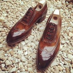 THE SHOEMAKER WORLD - Amazing two tones patina in this @saintcrispins Full Brogue.