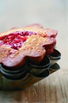 Fondants à la pistache, cœur de framboise Chocolate Fondant, French Food, Muffins, Deserts, Food And Drink, Dessert Recipes, Nutrition, Sweets, Healthy Recipes
