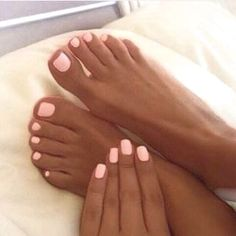 Light pink nails, tan skin #Summernails