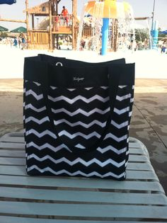 Thirty One Essential Storage Tote In The New BLACK CHEVRON Print! This Bag  Held 6 Bath/beach Towels Easily!