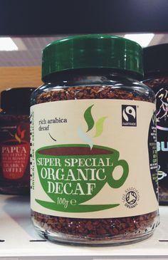 Органический кофе с двумя экомаркировками. Soil Association гарантирует, что продукт был выращен методом органического земледелия, а FairTrade предполагает соблюдение справедливых условий торговли для его производителей и прозрачную цепь поставок до конечного потребителя.