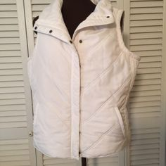Beautiful white puffed Vest perfect condition. ❤️25% off bundle of 2 or more. Daisy Fuentes Jackets & Coats Vests