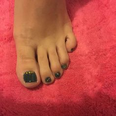 Green and golden glitter toenail art