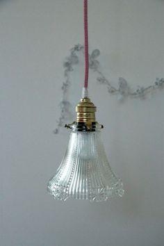 Petite lampe suspension abat jour ancien en verre... http://www.lanouvelleraffinerie.com/nouveautes/598-sophie-petite-lampe-suspension-abat-jour-ancien-en-verre.html