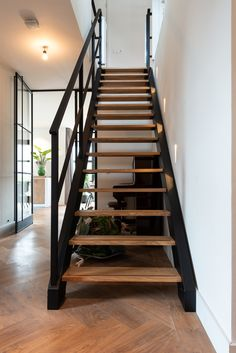Black Staircase, Open Staircase, Loft House, My House, Open Trap, Chalet Style, Industrial Interiors, Stairways, Home Deco