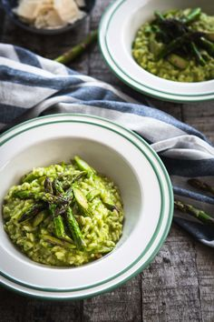 Green asparagus in wild garlic risotto Oven open - Rice Recipes White Rice Recipes, Rice Recipes For Dinner, Dessert Recipes, Vegetarian Recipes, Healthy Recipes, Beef And Rice, Kielbasa, Evening Meals, Ground Beef Recipes
