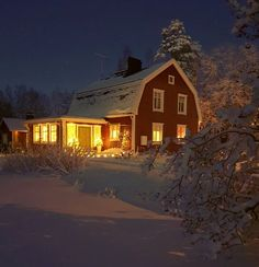 Swedish Farmhouse, Red Houses, Winter Landscape, White Christmas, Sweet Home, House Styles, Home Decor, Snow, Barns