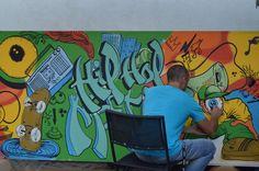 Fabrica 22 onde a magia acontece Para quem não conhece, em Lisboa, mais propriamente em Alvalade, existe um espaço totalmente dedicado aos jovens. Um espaço enorme, uma antiga fábrica de bolos cheia de salas e recantos mágicos, com um enorme terraço nas traseiras e que foi convertido na Fabrica 22. Um espaço que estava fechado e que foi devolvido à comunidade, em especial aos mais jovens.  http://teresavaideferias.blogspot.pt/
