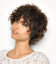 Do you like your wavy hair and do not change it for anything? But it's not always easy to put your curls in value … Need some hairstyle ideas to magnify your wavy hair? Short Curly Hairstyles For Women, Haircuts For Curly Hair, Curly Hair Cuts, Pixie Hairstyles, Short Hair Cuts, Curly Hair Styles, Thick Hairstyles, Latest Hairstyles, Model Hairstyles