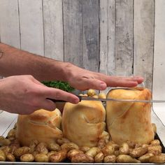 Winter is coming… The post La fondue des Lords appeared first on Best Pins for. - Winter is coming… The post La fondue des Lords appeared first on Best Pins for Yours. Fondue Recipes, Appetizer Recipes, Snack Recipes, Cooking Recipes, Beer Cheese Fondue, Good Food, Yummy Food, Appetisers, Finger Foods