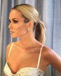 Amanda Holden in Suzanne Neville's pale pink and silver damask 'Belvedere' ball gown for the dramatic final of Britains Got Talent. Amanda Holden Style, Bad Girlfriend, New Hair Colors, Hair Colour, Britain's Got Talent, Alesha Dixon, Holly Willoughby, Denise Richards, Tv Presenters