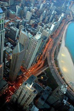 Lakeshore Drive, Chicago..........reminds me of when the Hardware Show was held in McCormick Place in Chicago.