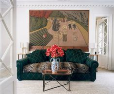 Inside A Paris Apartment Beautifully Designed by Jacques Grange http://parisdesignagenda.com/inside-paris-apartment-beautifully-designed-jacques-grange/ #Paris #apartments #interiordesign #Interiors