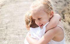 Små størrelser, store følelser. Ind i mellem er søster din bedste ven. Foto: Nimastock
