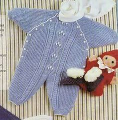 Голубой комбинезон для новорожденного спицами