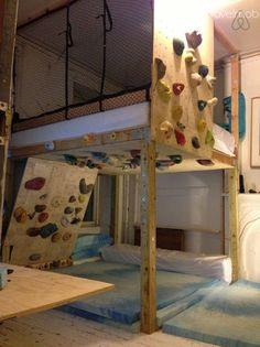 Brooklyn House: Huge Loft Bed + Rock Climbing Wall   travelmob