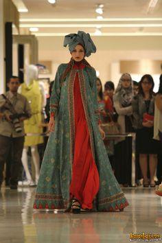 Dian Pelangi Islamic Fashion, Ethnic Fashion, Modern Fashion, African Fashion, Indian Fashion, Fashion Muslimah, Abaya Fashion, Batik Muslim, Moslem Fashion