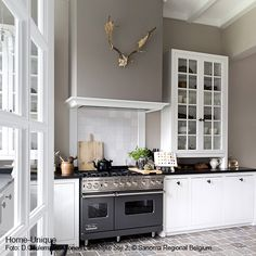 woonkeuken Home-Unique - grey kitchen Home Interior, Kitchen Interior, Kitchen Decor, Kitchen Design, Classic Kitchen, New Kitchen, Neutral Kitchen, Beautiful Kitchens, Home Kitchens