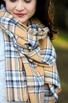Cozy DIY Flannel Scarves // Delia Creates has a tutorial = uses flannel shirting looks way too easy
