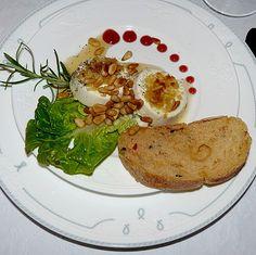 Lauwarm gratinierter Ziegenkäse mit Knoblauch an Rosmarin - Honig Sirup