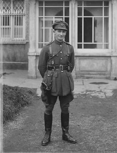Irish Civil War - Capt Paul Hetherington, Free-State Army, believed to have been taken in Waterford Union and dated November Julius Evola, Ireland 1916, Irish Free State, Irish Independence, Easter Rising, Army Uniform, Military Uniforms, Old Irish, Erin Go Bragh