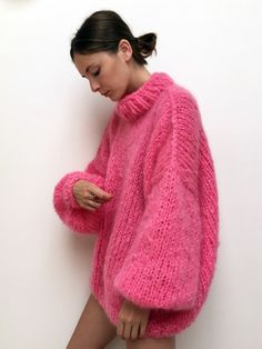 Strick Pullover THE BUBBLEGUM made in magical mohair ☁️ for a day like today, that wasn't as good as it was supposed to be ⭐️ Knitwear Fashion, Knit Fashion, Mode Outfits, Fashion Outfits, Fashion Hacks, Fashion Tips, Mohair Sweater, Look Chic, Sweater Outfits