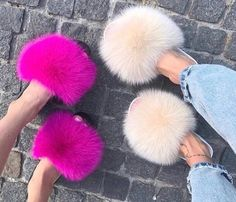 Designer geïnspireerde bont geleiders fox bont dia's | Etsy Fuzzy Slides, Faux Fur Slides, Cute Sandals, Cute Shoes, Me Too Shoes, Fluffy Shoes, Fur Sliders, Nike Slippers, Furry Boots