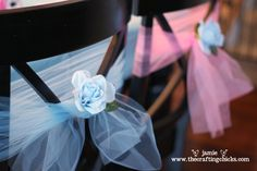 Love this idea for princess birthday party decorations. Cinderella Theme, Cinderella Birthday, Princess Birthday, Girl Birthday, Disney Princess Party, Princess Theme, Bridal Shower Chair, Tulle Decorations, Wedding Decorations