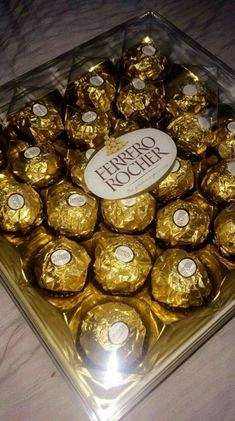 Food and drink pictures Dairy Milk Chocolate, Chocolate Lovers, Junk Food Snacks, Snap Food, Food Snapchat, Food Goals, Aesthetic Food, Food Cravings, Food Pictures
