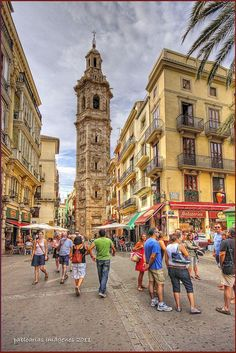 Santa Catalina Tower in a Sunday morning. Valencia. pic.twitter.com/sbJGLlXRDl