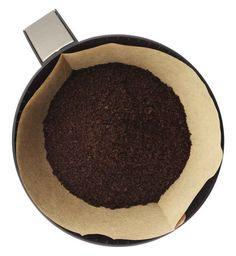 Y utiliza sobrantes de café molido para abonar tu tierra y repeler bichos.