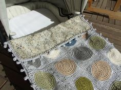 Cover peas granny and liberty, the tutorial + edit diagram Baby blanket, DIY Plaid Au Crochet, Crochet Quilt, Crochet Bebe, Crochet Granny, Crochet Squares, Love Crochet, Crochet Motif, Baby Blanket Crochet, Crochet Patterns