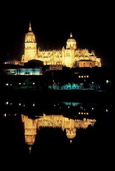 Where I left half of my heart 3 years ago Casa Lis Salamanca, Western University, South Of Spain, Iberian Peninsula, The Province, Old City, Spain Travel, Paris Skyline, Cathedrals