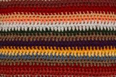 Finger knitting is similar to loom knitting, which is done on a long board with pegs. In finger knitting, the fingers of one hand are the pegs and your hand is the board. Crochet For Beginners Blanket, Crochet Patterns For Beginners, Crochet Basics, Knitting For Beginners, Crochet Ideas, Finger Crochet, Finger Knitting, Arm Knitting, Knitting Patterns