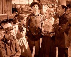 Bert Lahr (Zeke)+Judy Garland (Dorothy) + Ray Bolger(Hunk)+Clara Blandick(Auntie Em)+Jack Haley (Hickory) in The Wizard of Oz