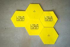 """ロフトワークの黄色い六角形の会社案内 """"HONEYCOMB STRUCTURE"""""""