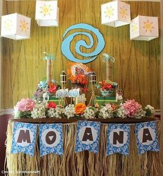 This Easy DIY Moana Party is Sure to Make Waves: I love that the palm trees are paper towel tubes. It all looks wonderfully doable. Moana Birthday Party Theme, Moana Themed Party, Moana Party, Luau Birthday, 6th Birthday Parties, Birthday Ideas, Summer Birthday, Festa Party, Luau Party