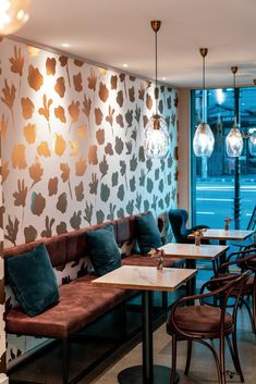 A hospitality interior design project by Pocketspace Interiors in Auckland, New Zealand. Serving patisseries and coffee, the small space is maximized and hosts a range of delicate materials. Using lighting design to enhance the area, and reflections, the space becomes alive. #hospitalitydesign #interiordesign #auckland #newzealand #coffeebar #smallspacedesign #smallspace #hospitality #patisserie #lightingdesign #interior #contemporary #modern #luxurious