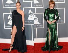As cantoras Jennifer Lopez e Florence Welch entraram na tendência das fendas com vestido pretinho nada básico de ombro único da Anthony Vaccarello e verde-esmeralda brilhante da Givenchy Couture, respectivamente!