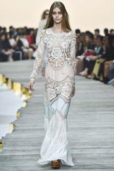 Explore the looks, models, and beauty from the Roberto Cavalli Spring/Summer 2015 Ready-To-Wear show in Lake Como on 20 September with show report by Jessica Bumpus Runway Fashion, Spring Fashion, High Fashion, Fashion Show, Fashion Design, Milan Fashion, Net Fashion, Fashion 2014, Bridal Fashion