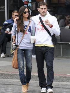 Sara Carbonero y Iker Casillas Beautiful couple Looks Sara Carbonero, Famous Pairs, Stylish Couple, Perfect Couple, Beautiful Couple, Weekend Style, Everyday Outfits, Jeans Style, Cute Couples