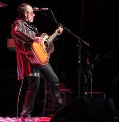 Elvis Costello, due ore e mezza di musica lanciano da Torino il suo nuovo tour