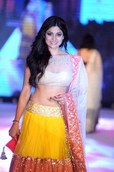 Shamita Shetty walks for Manish Malhotra Lehenga Blouse, Lehenga Choli, Beautiful Saree, Beautiful Indian Actress, Gagra Choli, Shamita Shetty, Indian Bridesmaid Dresses, Snake Girl, Ankle Length Skirt