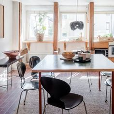 Bohemian Kitchen in an old Swedish apartment in Stockholm. Styled by Even Steven Agenturer featuring Yndlingsting's pendant light LOTUS Mini BLACK.